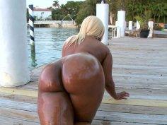 Ebony sex goddess Gizelle XXX gives outstanding blowjob on POV video