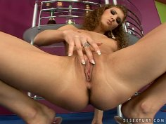 Skinny teen Juliette Shyn poses naked and masturbates on a cam