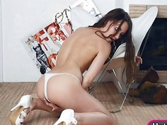 Perky tits brunette babe Taylor Sands fingering her pussy